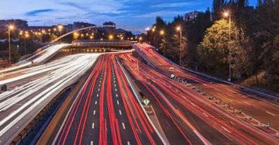 Tráfico na rúa 30 de Madrid (M-30)